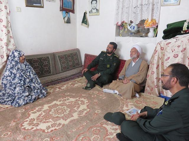 di-0ZEO ملاقات جمعی از مسئولین با خانواده سه شهید قاینات