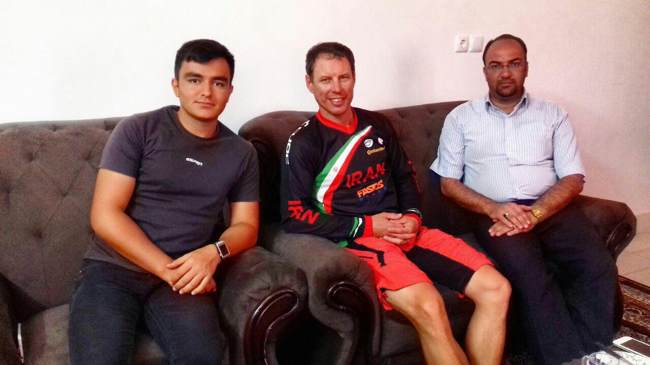 di-7BJR گفتگو  با پریموث استرانکار سرمربی تیم ملی دوچرخهسواری کوهستان ایران دوچرخهسواران ایران آماده تغییر و بهترشدن هستند  قاينات شرايط اوليه براي پيشرفت دردوچرخهسواری کوهستان را دارد