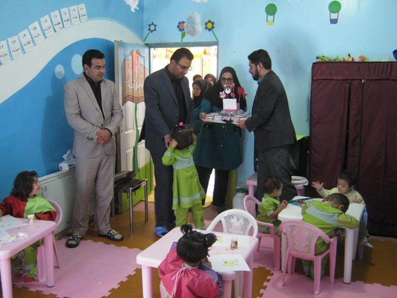 di-DKMR بازدید بخشدار مرکزی قاینات  از مهد کودک آدینه به مناسبت هفته جهانی کودک