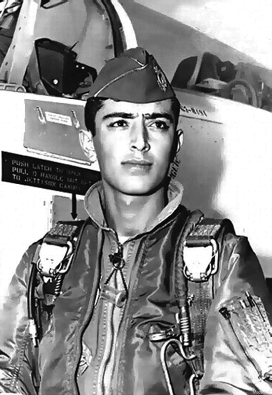 di-J7AU سلطان پروازی که به دستور صدام،بدنش را نصف کردند