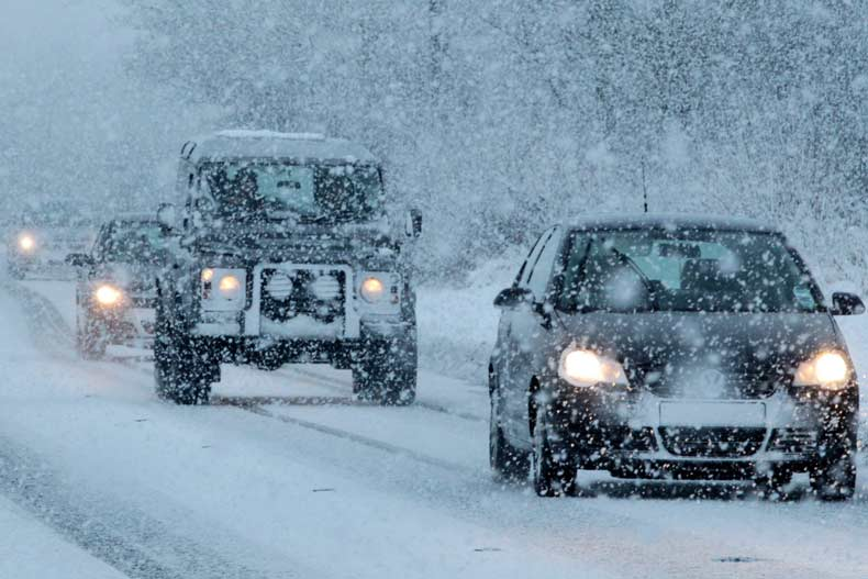 در روزهای برفی چگونه رانندگی کنیم؟
